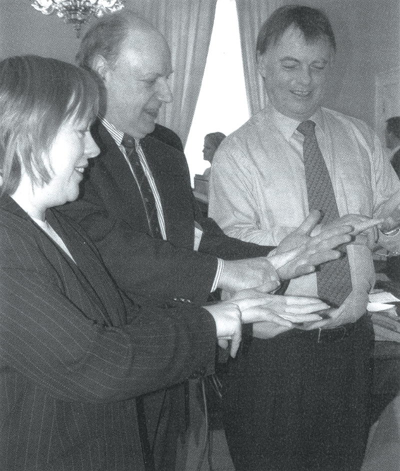 L to R: Maria Eagle MP, Alan Murray BDA Vice-Chair and Andrew Smith MP